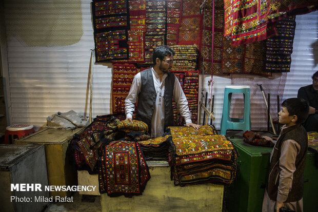 Afghan immigrants do business in Zahedan market