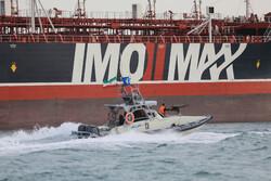 صورٌ من السفينة البريطانية المحتجزة لدى ايران / صور
