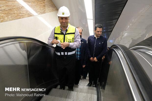 شبگردی اصحاب رسانه در خط 7 مترو تهران