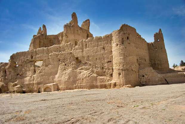 دیوار نارین قلعه میبد ریزش کرد