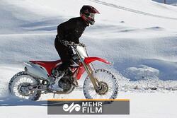 حادثه در مسابقه موتورسواری روی پیست برفی