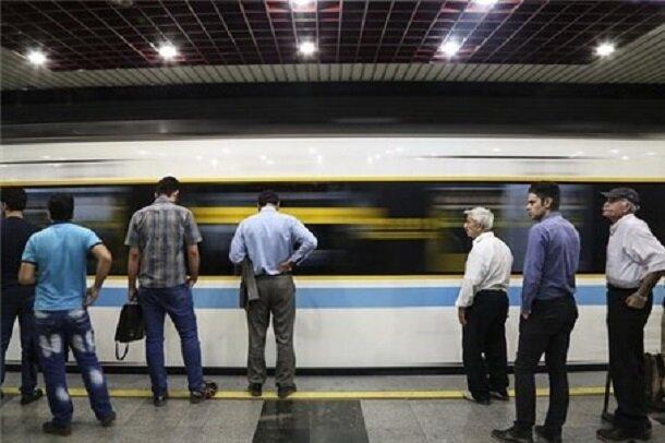 مسافران ناشنوا در مترو با «چشمها میشنوند»