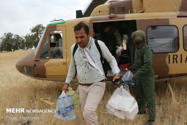 ارسال اقلام مورد نیاز به مناطق سیل زده توسط ۳ بالگرد نیروهای مسلح
