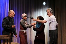 """عرض مسرحية """"الذبابة"""" في طهران / صور"""