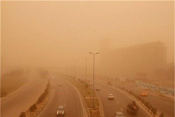 گرد و غبار در آسمان طبس/ هوای استان گرم تر می شود