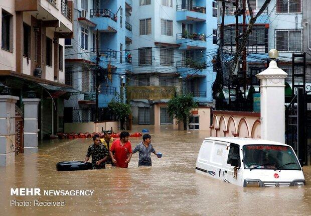 کراچی میں موسلا دھار بارش سے نظام زندگی درہم، مختلف واقعات میں 14 افراد ہلاک