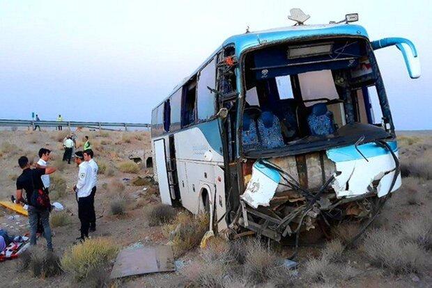 مصدومیت ۳۶ نفر در تصادف اتوبوس با خاور
