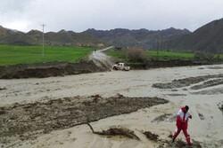 اسکان حدود ۴۰ نفر گرفتار سیلاب در روستاهای مانه و سملقان