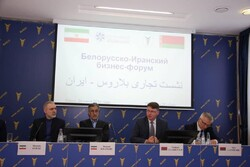 TCCIMA Head MAsoud Khansari (2nd L) and Iran's Ambassador to Belarus Mostafa Oveisi (1st L) attending an Iran-Belarus business forum in Minsk on Wednesday along with Chairman of Belarus Chamber of Commerce and Industry Vladimir Ulakhovich (2nd R)