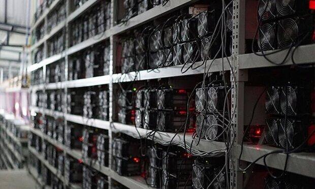 کشف ۵۹ دستگاه استخراج ارز دیجیتال قاچاق از یک شرکت در دلیجان