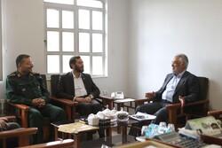 رئیس دانشگاه آزاد اسلامی با سردار سلیمانی دیدار و گفتگو کرد