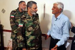 فرمانده کل ارتش با جانباز «غلامعلی رشیدی ملکی» دیدار کرد