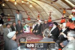 درخواست عکس یادگاری با رهبرانقلاب در چادر عشایری