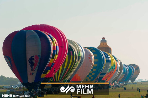 VIDEO: Balloon festival in France
