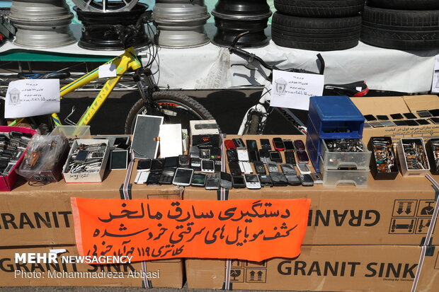 دستگیری مالخر ۳ هزار گوشی در تهران/ اوراق و فروش قطعات سرقتی