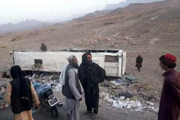 افغانستان میں مسافر بس کا سڑک کنارے بم سے ٹکرانے سے 28 افراد ہلاک