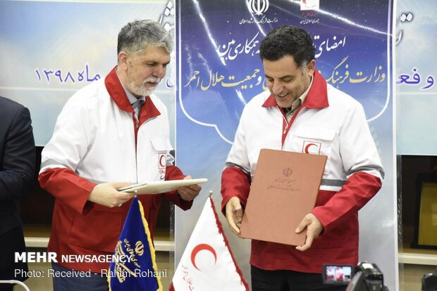 مراسم تقدیر از هنرمندان و امضا تفاهم نامه وزارت ارشاد و هلال احمر