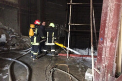 نجات دو شهروند از میان دود و آتش در خیابان پیروزی