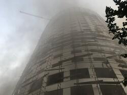 """اخلاء المنازل المجاورة لفندق التهمته النيران بمدينة """"شيراز""""/ صور"""