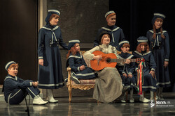"""Iranian director Hadi Qozzat's troupe performs Richard Rodgers' musical """"The Sound of Music"""" at Tehran's Vahdat Hall on July 30, 2019. (Nava.ir/Mohammad Amini)."""