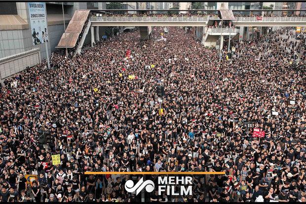 ہانگ کانگ میں مظاہرین پر پولیس کی گیس شیلنگ