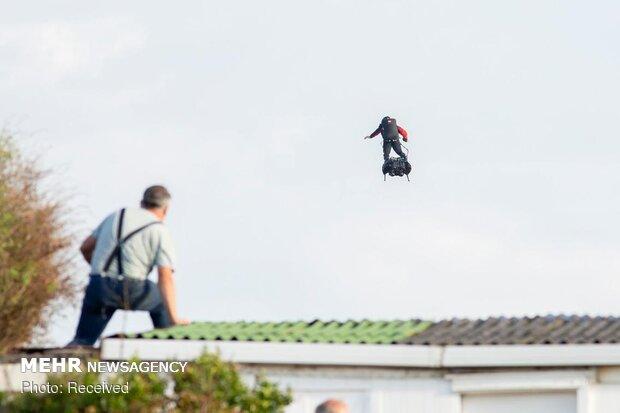 عبور مرد پرنده از روی کانال مانش
