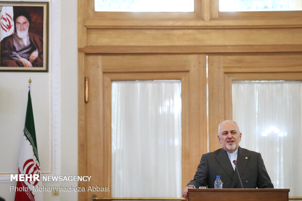 Iran welcomes neighbors leaving B-Team: Zarif