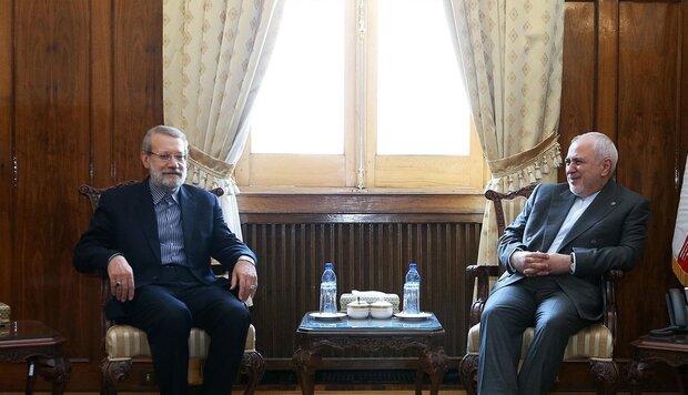 """لاريجاني: """"ظريف"""" رمز للحنكة والعمل الجاد للدبلوماسية الإيرانية"""