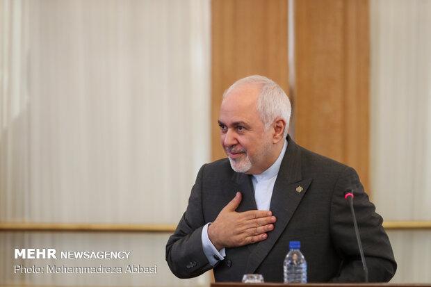 ظريف يجري مباحثات مع جمعية الصداقة الكويتية الايرانية