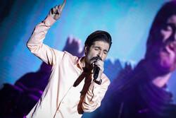 حمید هیراد با اجرای «خوشم میاد» به صحنه رفت