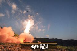 فيلم يظهر التجارب الميدانية لقنابل وزارة الدفاع الإيرانية الجديدة