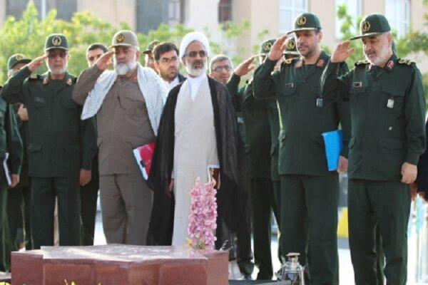 فرمانده کل سپاه از دستاورد های دانشگاه امام حسین(ع) بازدید کرد
