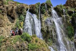 گرمیوں کے موسم میں شیخ علیخان آبشار میں تفریح