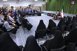 استقبال قائد الثورة لأعضاء المنتخب الايراني لكرة الطائرة/صور
