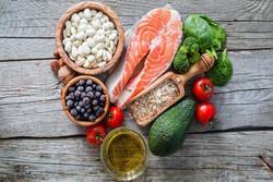 هفت ماده غذایی که خطر آلزایمر را کاهش میدهند