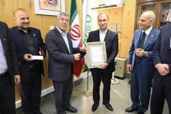 اهدای بالاترین نشان دانشگاه صنعتی شریف به شهردار منطقه ۲