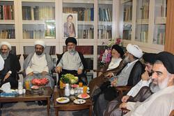 نشست صمیمی جمعی از اساتید حوزههای علمیه قم و نجف برگزار شد