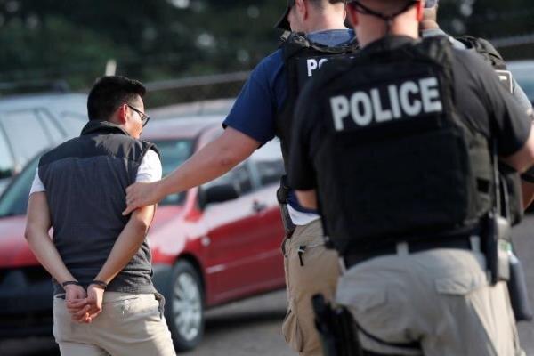 پلیس آمریکا ۶۸۰ مهاجر غیرقانونی را بازداشت کرد