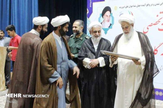 تمدن نوین اسلامی را با کمک جوانان پایهگذاری میکنیم