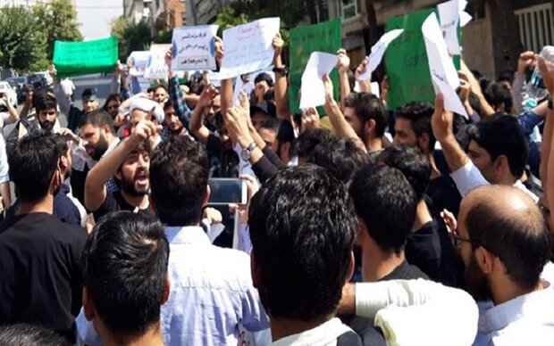 Iranian students rally in support of Kashmir Muslims