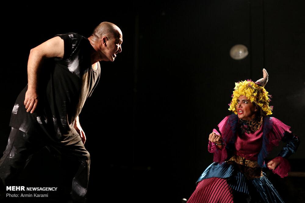 'Marlon Brando' goes on stage in Tehran