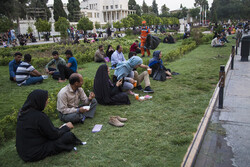 کریم خان قلعہ میں سیاحوں کی آمد و رفت