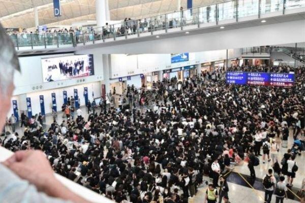 حالت فوقالعاده در فرودگاه هنگ کنگ/ آغاز اعتراض ۳ روزه