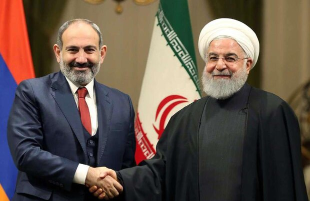 Armenian PM invites Iranian pres. to EAEU leaders' meeting: report