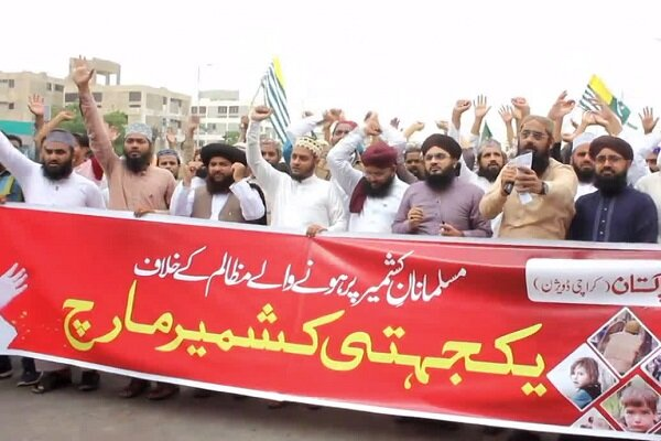 VIDEO: Protesters in Karachi condemn India's Kashmir decision