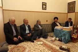 معاون وزیر بهداشت با آیت الله ملک حسینی دیدار کرد