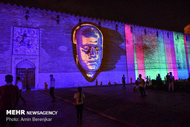 """عرض للإضائة ثلاثية الأبعاد في قلعة """"كريمخان""""في شيراز"""