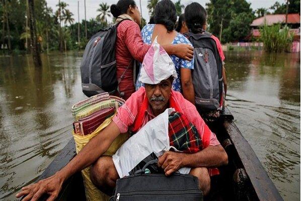 بھارت میں سیلاب اور لینڈ سلائیڈنگ سے 150 سے زائد افراد ہلاک