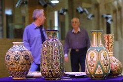 Decorated potteries, embossed paintings on show at Tehran exhibit (Photo: Morteza Lotfollahi/CHTN)
