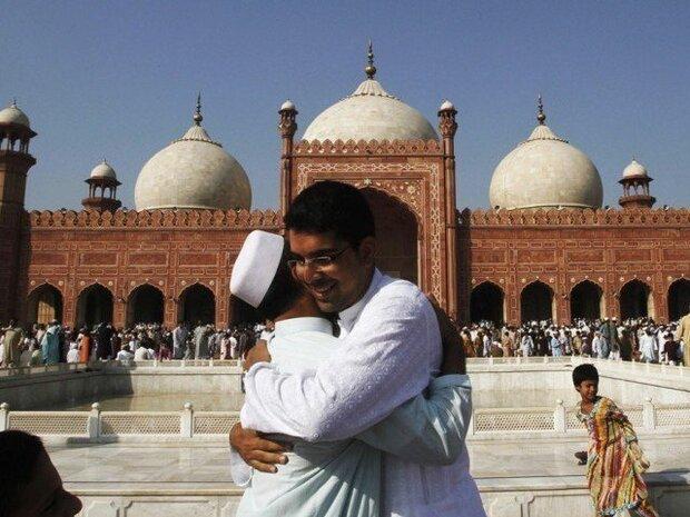 پاکستان میں آج عید الاضحیٰ مذہبی جوش و جذبے کے ساتھ منائی جارہی ہے